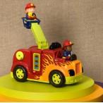 Пожарная машина с пожарным